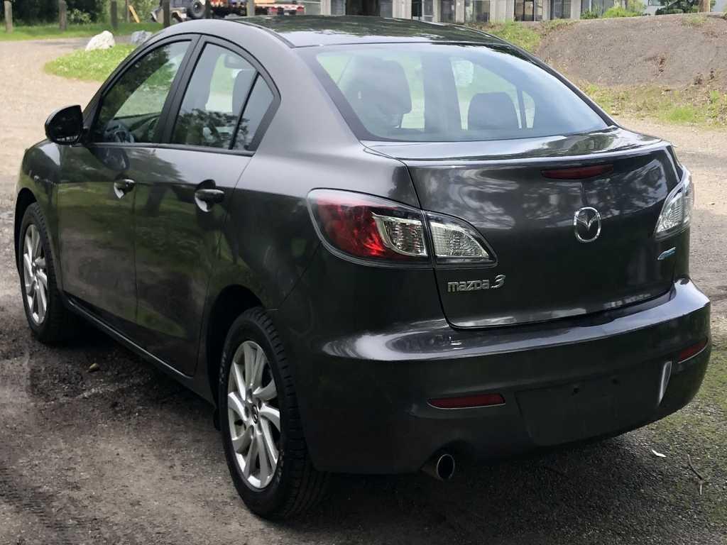 Mazda JM1BL1V76D1851375