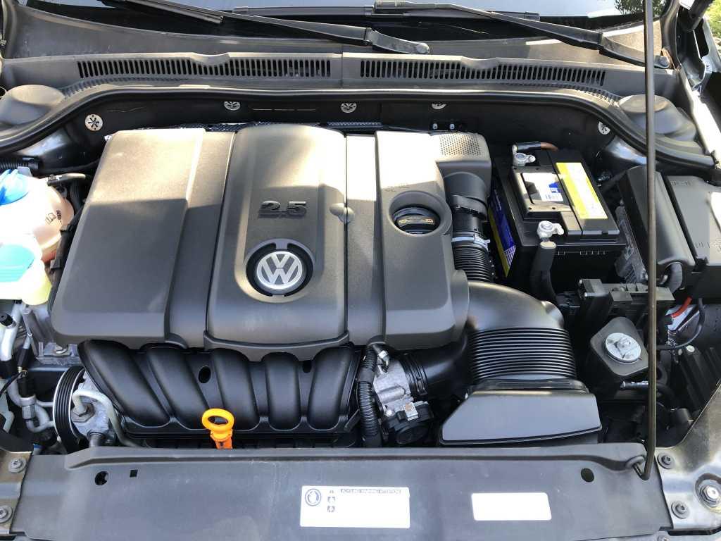 Volkswagen 3VWDX7AJ6CM384636