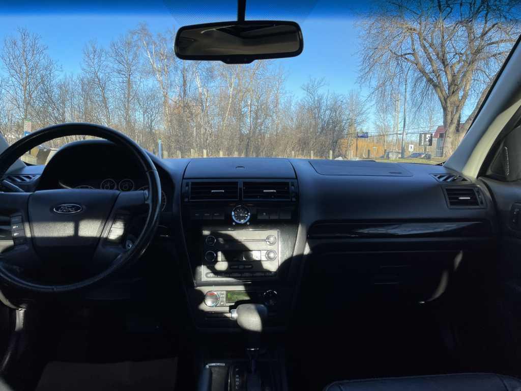 Ford 3FAHP02119R209898
