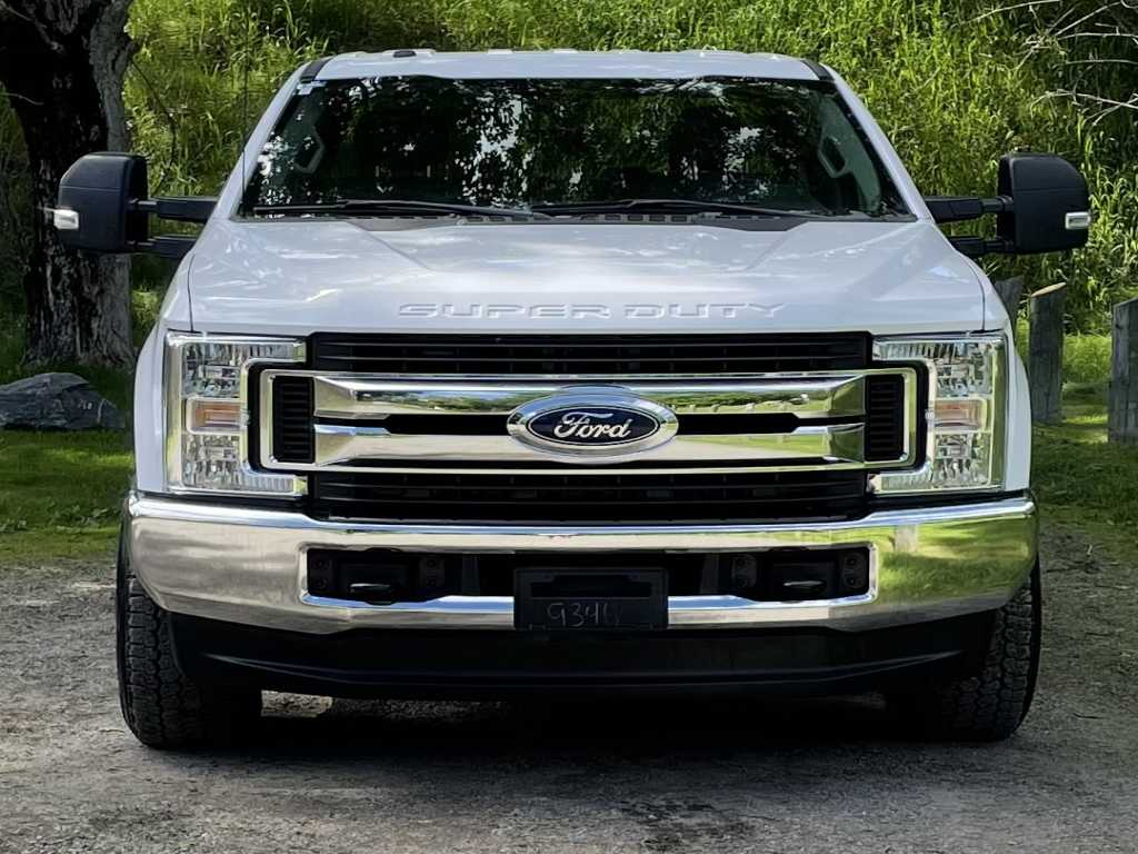 Ford 1FT8W3BT9JEB44497